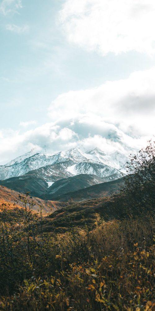 vue sur la montagne enneigée, saint-colomban-des-villards, savoie