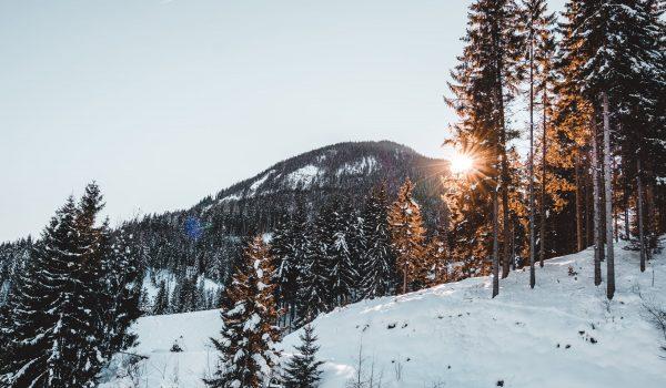 vue de la montagne avec le couché de soeil, saint-colomban-des-villards,savoie